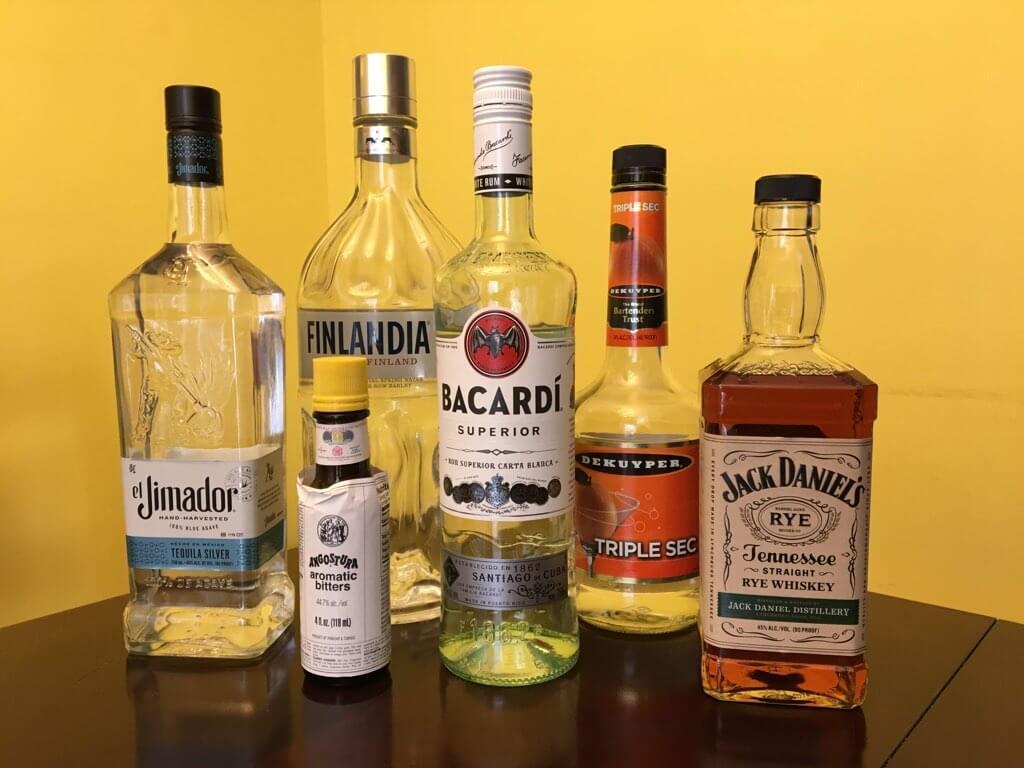 Las 6 botellas de licor que necesitas para empezar tu bar