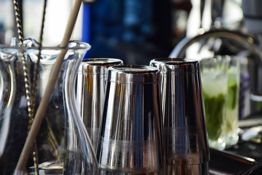 Los 7 utensilios de coctelería que no le puede faltar a tu bar